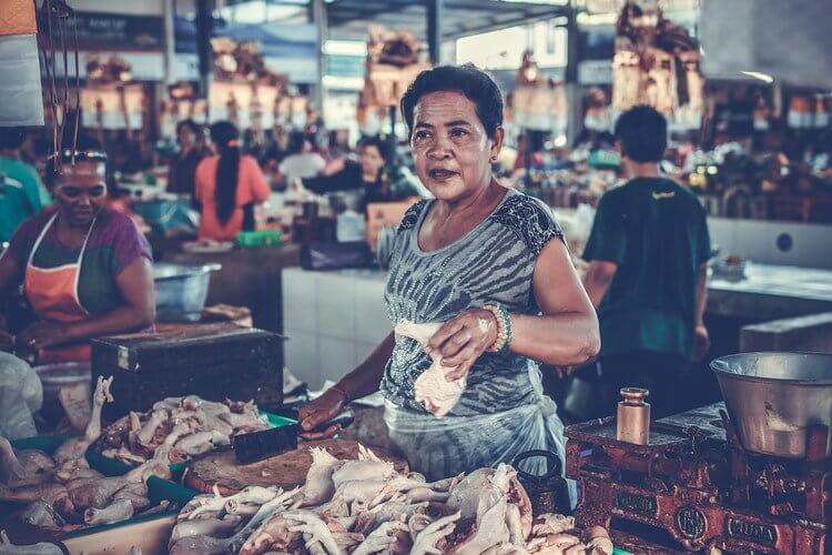 bodega-mujer-consumo-canal-tradicional